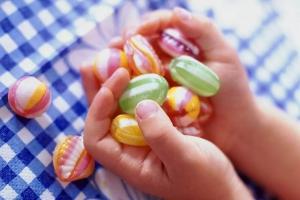 Вчера в Каменске-Уральском скончался мальчик, которому в октябре должно было исполнится два года. Он подавился конфетой
