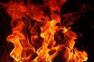 Ночью в Каменске-Уральском произошел пожар в доме на Челябинской. Одна из возможных причин: неосторожное обращение с огнем при изготовлении… наркотиков
