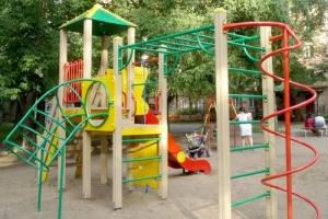 С начала года в Каменске-Уральском во дворах установлено четырнадцать детских игровых комплексов