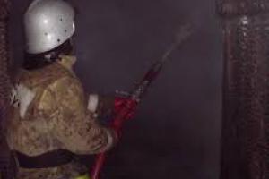 Житель Каменска-Уральского собственными силами пытался потушить свой дом, в итоге с ожогами сорока процентов кожи попал в больницу