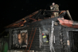 Сразу два пожара произошло в Каменске-Уральском вечером в воскресенье. Есть погибший
