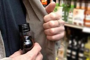 Алкогольный гурман обворовал супермаркет в Каменске-Уральском