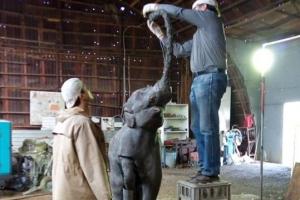 Продолжается реставрация скульптуры слоненка, которая станет главной фигурой фонтана, восстанавливаемого в Красногорском районе Каменска-Уральского