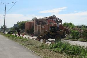 В Каменске-Уральском начался демонтаж бывшей школы №1 на улице Кирова. Что там планируют построить?