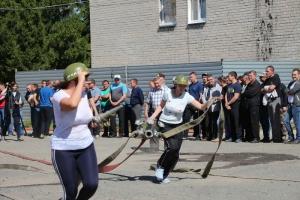 В Каменске-Уральском на соревнованиях пожарных впервые выступила команда, полностью составленная из девушек