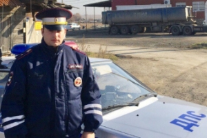 Сотрудника ГИБДД из Заречного, который сумел вывести из горящего дома под Каменском-Уральским многодетную семью, ждет награда