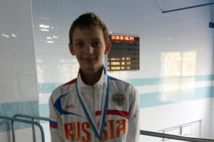 Дмитрий Ганинцев из Каменска-Уральского завоевал серебро первенства области по плаванию