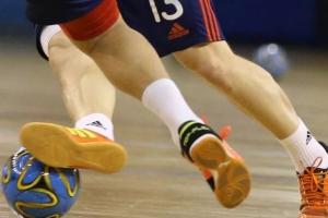 В чемпионате Каменска-Уральского по мини-футболу уверенно лидирует прошлогодний победитель