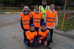 В Каменске-Уральском учащиеся лицея обратились к сотрудникам ГИБДД с просьбой помочь в борьбе с автолюбителями, нарушающими правила возле учебного заведения