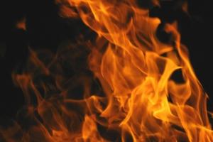 Вчера вечером в Каменске-Уральском загорелся мусор в доме на улице Белинского. Обошлось без эвакуации жильцов