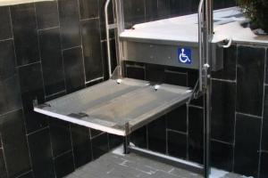 Вертикальный подъемник для инвалидов установят в реабилитационном центре по улице Попова в Каменске-Уральском