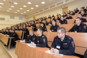 Выпускников Каменска-Уральского призывают поступать в вузы системы МВД