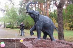 В Каменске-Уральском состоялось открытие отреставрированной скульптуры слона на территории бывшего детского сада №36