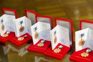 Еще несколько супружеских пар из Каменска-Уральского губернатор Евгений Куйвашев наградил знаком отличия «Совет да любовь»