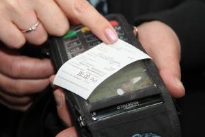 Каменск-Уральский стал первым городом в Свердловской области, где проезд в общественном транспорте можно оплатить с помощью банковской карты