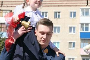 Общегородской последний звонок прошел в Каменске-Уральском. Фоторепортаж Виртуального Каменска