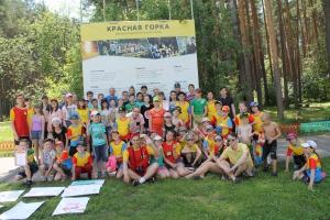 С вопросами и сладкими призами приехали спасатели Каменска-Уральского в лагерь «Красная горка»