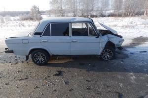 19 января утром под Каменском-Уральским женщина на иномарке подставилась под ВАЗ. Пострадали оба водителя