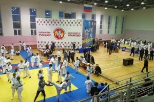 Больше десятка медалей привезли спортсмены из Каменска-Уральского с первенства России по джиу-джитсу. Троих пригласили в сборную России