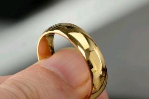 В Каменске-Уральском из ювелирного магазина украли золотое кольцо за 16 тысяч рублей