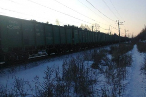 В Каменске-Уральском из-за поломки вагона поезда перекрыли одну линию железной дороги. Переезд на «Московской» не работает. Электрички изменят расписание