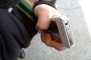 В Каменске-Уральском 30-летнему молодому человеку, отобравшему смартфон у школьника, грозит четыре года колонии