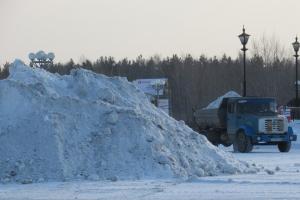 5500 кубометров снега вывезли с улиц и тротуаров Каменска-Уральского за минувшую неделю
