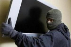 В Каменске-Уральском задержали еще одного квартирного воришку. Он сдавал украденное в комиссионный магазин