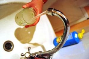 Жителей поселка Октябрьский в Каменске-Уральском попросили не использовать пока холодную воду. Она не соответствует требованиям по мутности и цветности