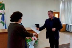 В администрации Каменского района вручили сертификат для приобретения жилья семье вынужденных переселенцев