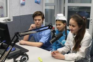 Юные инспекторы движения из Каменска-Уральского побывали с экскурсией на ОТВ и дали интервью «Авторадио Екатеринбург»