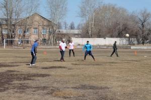 Рабочие Каменск-Уральского металлургического завода обыграли в футбольном поединке заключенных из колонии
