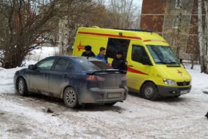 В Екатеринбурге в припаркованной во дворе машине обнаружили тела двух жителей Каменска-Уральского