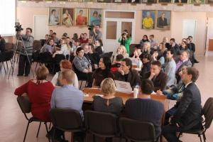 В Каменске-Уральском обсудили, как привить ребенку любовь и уважительное отношение к своему городу, школе, семье
