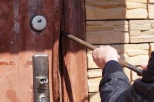 Под Каменском-Уральским воришки взломали магазин. Украли продукты, спиртное, ноутбук