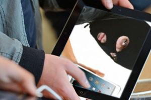 Житель Каменска-Уральского украл планшет у своей собутыльницы