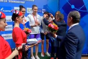 В последний день чемпионата России по плаванию Дарья Устинова из Каменска-Уральского завоевала бронзу в эстафете