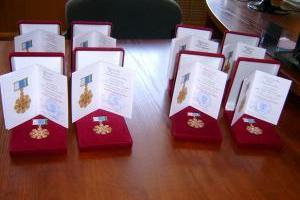 Еще полтора десятка супружеских пар из Каменска-Уральского награждены губернатором знаком отличия «Совет да любовь»