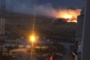 Огонь сегодня вечером атаковал микрорайон Южный Каменска-Уральского