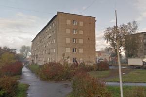 В поселке Чкаловский Каменска-Уральском из окна квартиры на третьем этаже выпала маленькая девочка