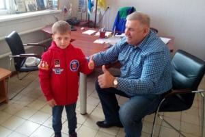 Самый юный гонщик Каменска-Уральского получил свою первую фирменную форму