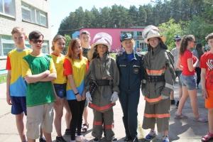 Пожарные Каменска-Уральского с помощью игр стараются предупредить ЧП в загородных лагерях