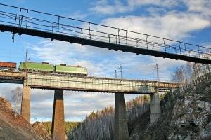 Почти полмиллиона в Каменске-Уральском потратят на ремонт нескольких остановочных комплексов, лестниц и висячего моста