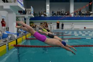 Пятнадцать медалей завоевали молодые пловцы из Каменска-Уральского на турнире, собравшем сильнейших спортсменов УрФО