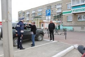 17 мая в Каменске-Уральском прошел рейд по парковкам для инвалидов