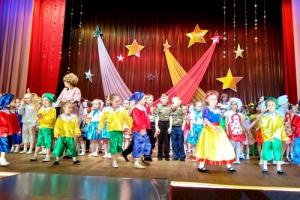 В Каменске-Уральском для ребят из детских садов провели танцевальный фестиваль «Солнечный зайчик»
