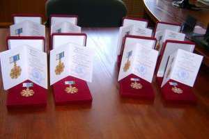 Губернатор Евгений Куйвашев вновь наградил несколько пар из Каменска-Уральского знаком отличия «Совет да любовь»
