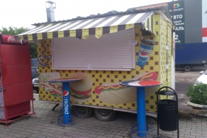 В Каменске-Уральском судебные приставы на шестьдесят дней закрыли опасный «ресторан» на колесах
