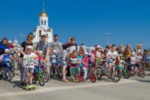 Спорт во благо: синарские трубники организовали и провели в Каменске-Уральском велопробег «Спешим с добром»