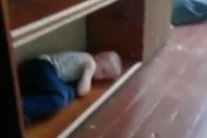 На многодетную мать из Каменска-Уральского, ребенок которой спал на нижней полке книжного шкафа, завели дело